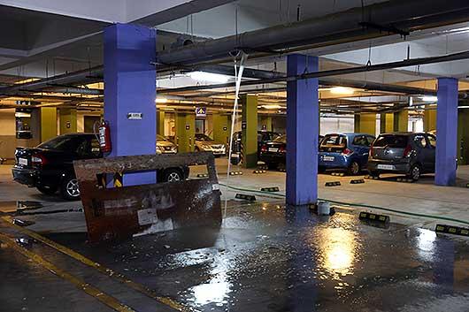 バンガロール 水漏れ@駐車場