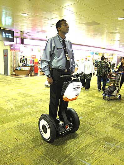 シンガポール チャンギ空港 セグウェイ