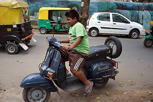 バンガロール 無免許運転