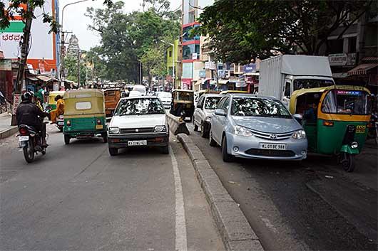 バンガロール 車の逆走