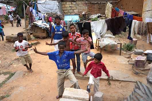 バンガロール 裸足の子供たち