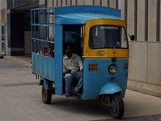 バンガロール 三輪トラック