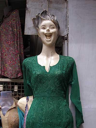 バンガロール 笑うマネキン