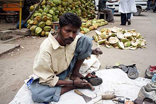 バンガロール サンダルの修理屋さん