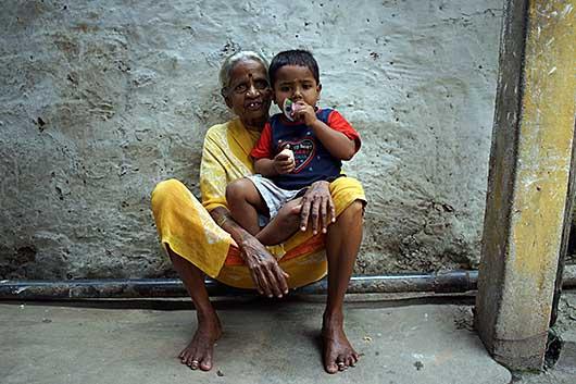 バンガロール 老婆と子供