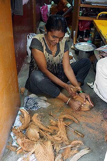 バンガロール ココナッツ皮むき