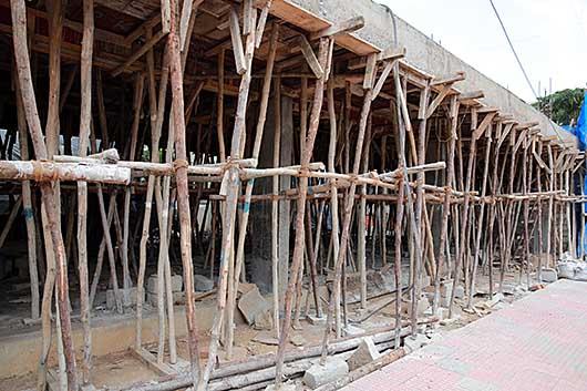 バンガロール 建築中 つっかえ棒