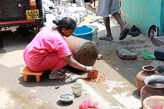 バンガロール 鍋磨き