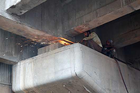 バンガロール 高架橋 溶接工事