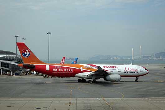 中国東方航空 人民網 特別塗装機 @香港空港