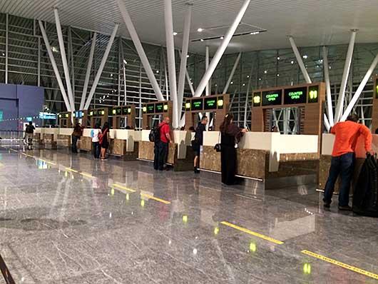 バンガロール空港 入国審査カウンター