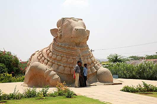 インドで一番大きいNandi(bull)