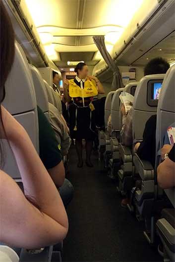 JAL機内セーフティ デモンストレーション