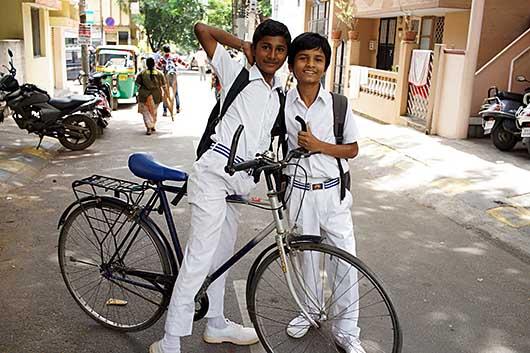 バンガロール 下校時の風景