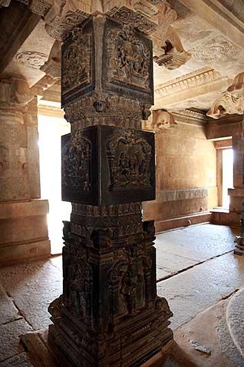 ハンピ  Hazararama Temple
