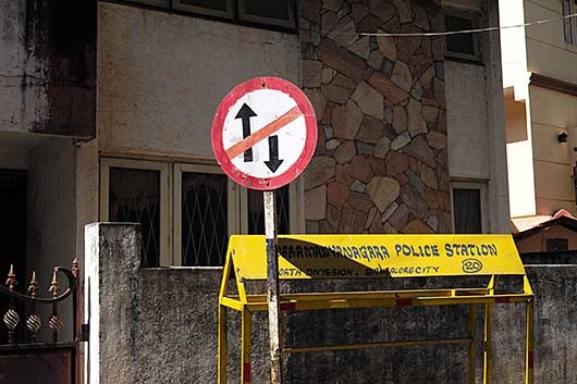 バンガロール 交通標識 進入禁止/一方通行