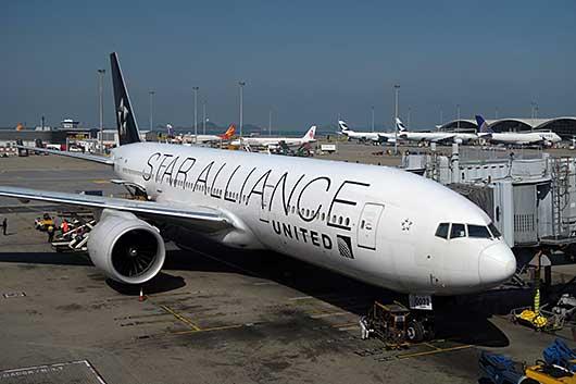 United航空 STAR ALLIANCE特別塗装機 @香港