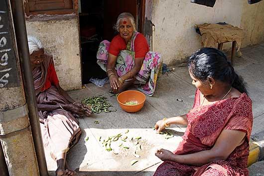 バンガロール 豆の皮むき