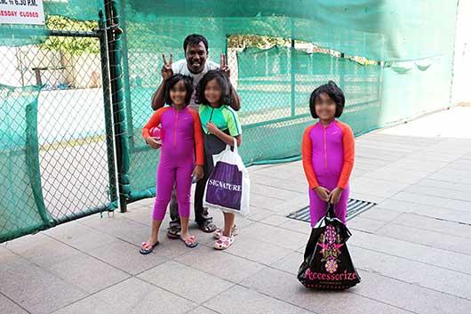 バンガロール 女の子の水着