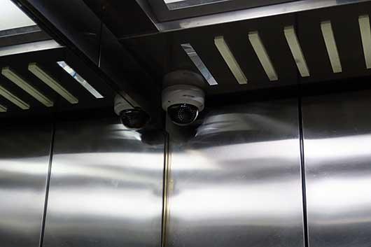 バンガロール エレベータの監視カメラ