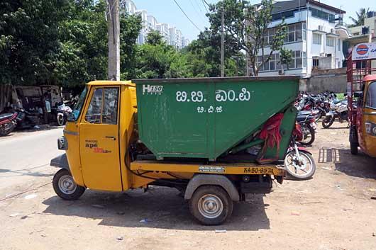 ベンガルール ゴミ収集車 小